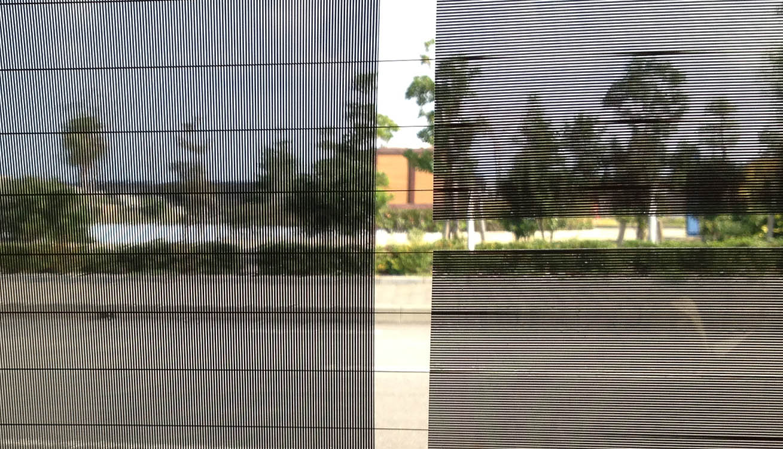 【リアウィンドー:内側/部分アップ】外貼り・左2枚はストライプ(横)・右1枚はストライプ(縦)