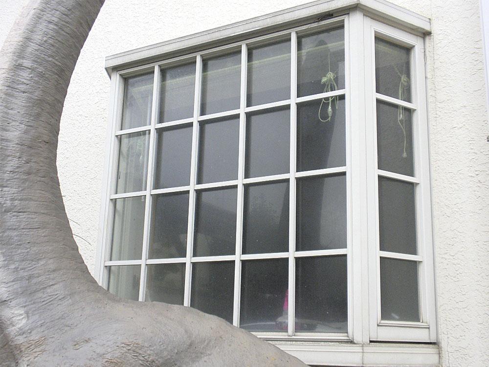 貼り付け前の外観_2(出窓に貼ります)