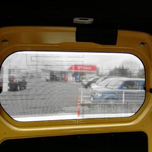 車内からの眺め まどアドフィルム 外貼り・横ストライプタイプ (リア)タテ450mm×ヨコ1,080mm